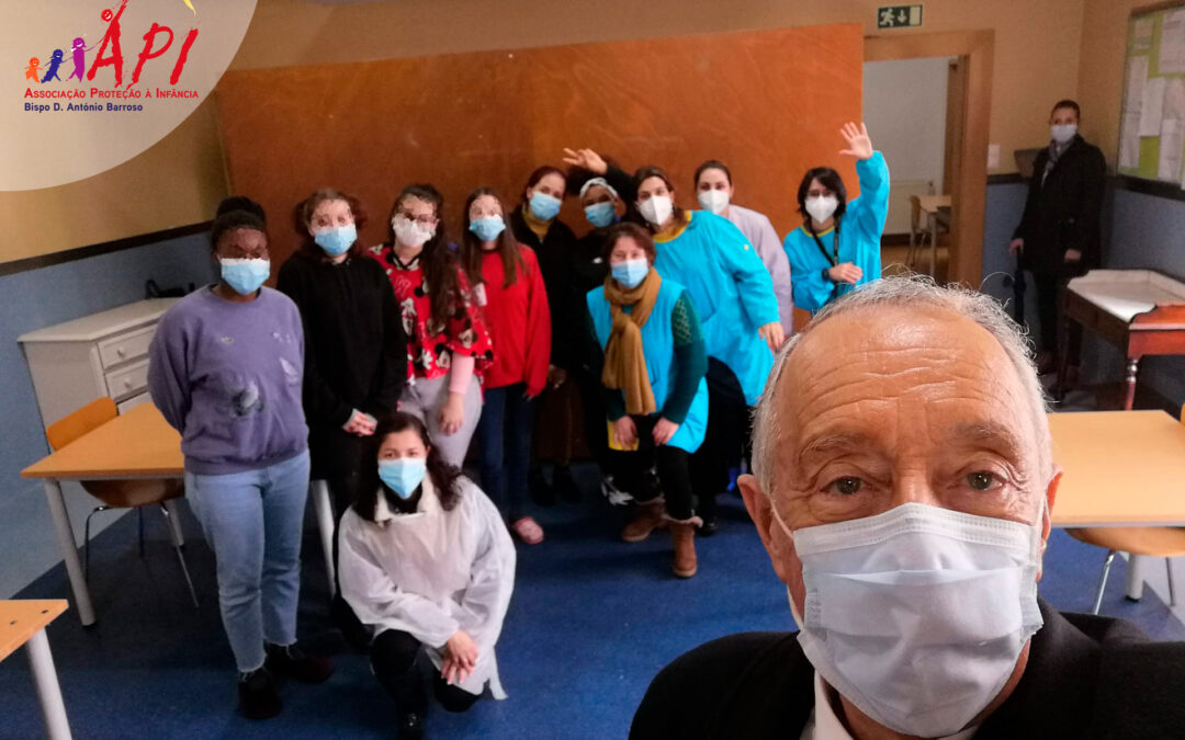Marcelo Rebelo de Sousa visitou a Associação de Protecção à Infância Bispo Dom António Barroso